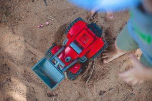 Her finder du store og små sandkasser